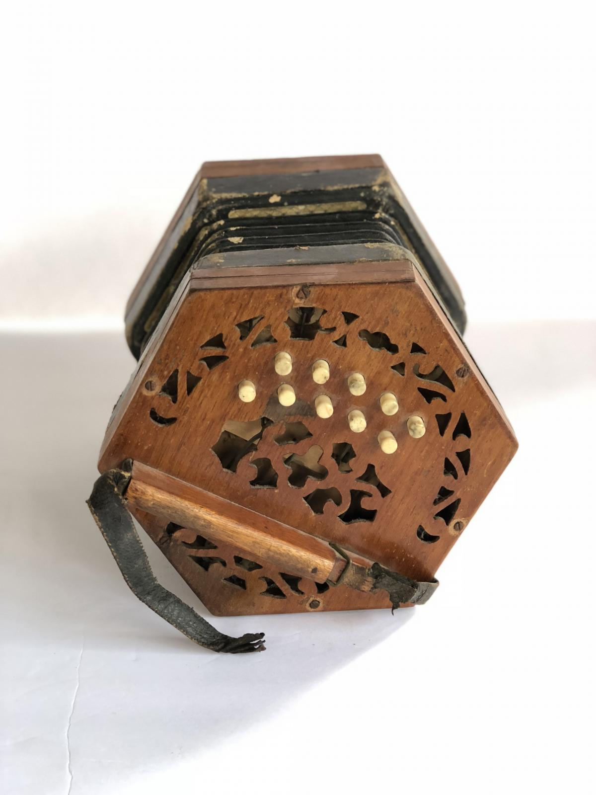 Dating concertinas